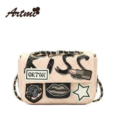 正品Artmi阿特密新款 潮流刺绣链条斜挎包涂鸦小方包包女APE0773