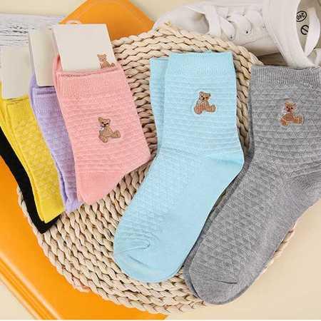 新款可爱小熊女士刺绣款中筒棉袜 女士秋冬透气吸汗棉袜