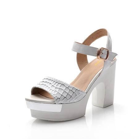 夏季新款真皮女凉鞋粗跟搭扣鱼嘴鞋夏季透气清凉防水台潮流款