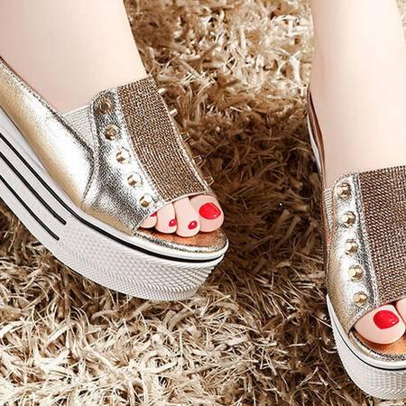 moolecole/莫蕾蔻蕾 水钻铆钉隐形坡跟松糕拖鞋时尚女鞋包邮