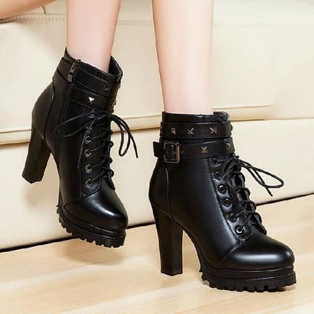 莱卡金顿 秋冬新款女鞋粗跟高跟短筒马丁靴皮带扣短靴英伦女靴