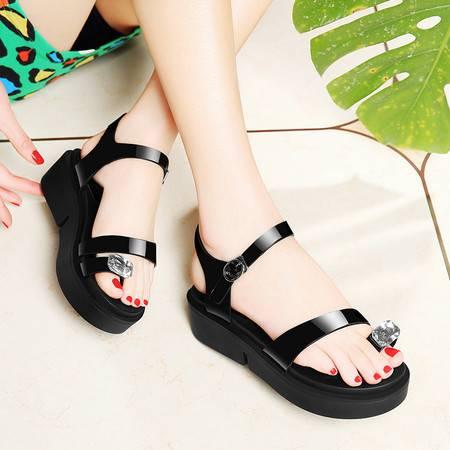 莱卡金顿夏季新款水钻夹趾女凉鞋厚底女凉鞋防水台镜面休闲鞋一字扣女鞋