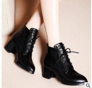 铆钉中跟时尚皮靴马丁靴子冬季保暖女靴包邮