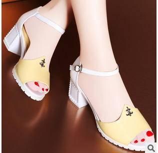夏季时尚鱼嘴一字扣女鞋凉鞋