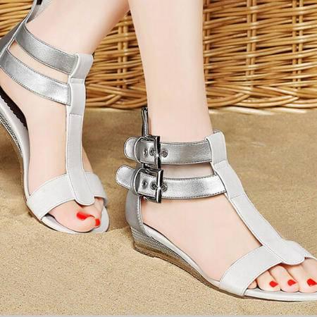 夏季鱼嘴平跟新品凉鞋时尚皮带扣平底女鞋子欧美潮鞋