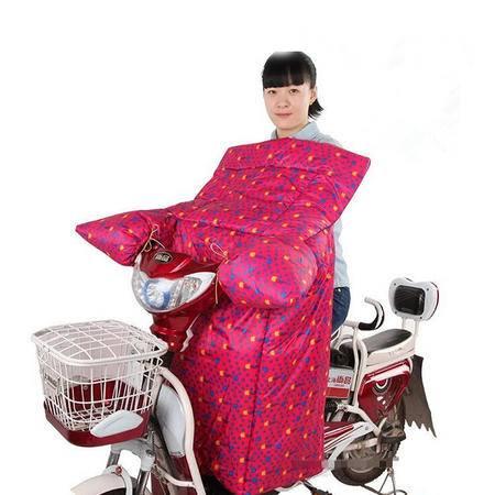 高档电动车连体挡风被摩托车单面防雨加厚保暖防寒手套加绒(苹果圆点图案颜色随机)