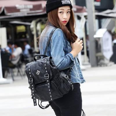 秋冬新款韩版羊皮铆钉拼接时尚休闲学院风女包双肩包真皮背包