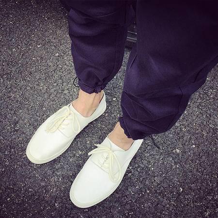 休闲奇芭 2015文艺男最爱的小白鞋啦 小清新的感角 真皮的哦