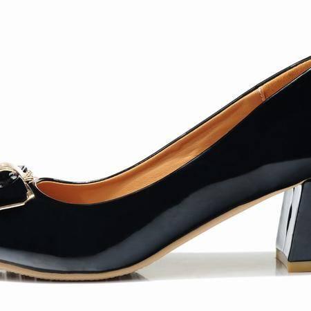 莱卡金顿春季新款漆皮粗跟中跟单鞋女浅口橡胶漆皮时尚休闲女鞋