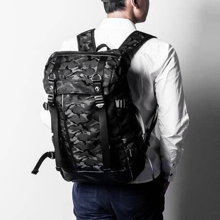 佑一良品迷彩背包男双肩包男士休闲翻盖旅行包韩版潮学生电脑书包