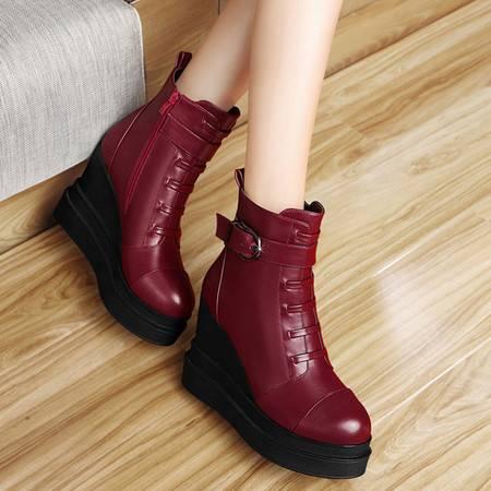 小童马 厚底防水台女靴坡跟女靴金属扣短筒靴子 1125