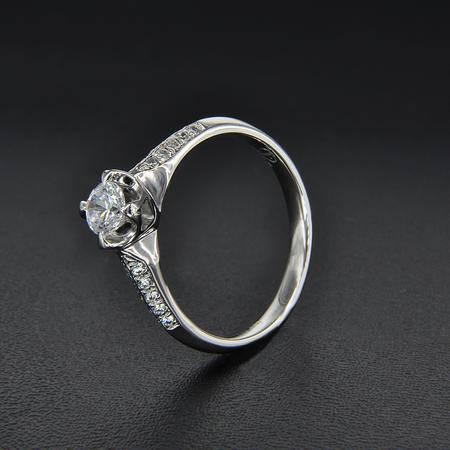永恒世家 18K白金 包爪镶嵌 钻石显大工艺女戒钻戒