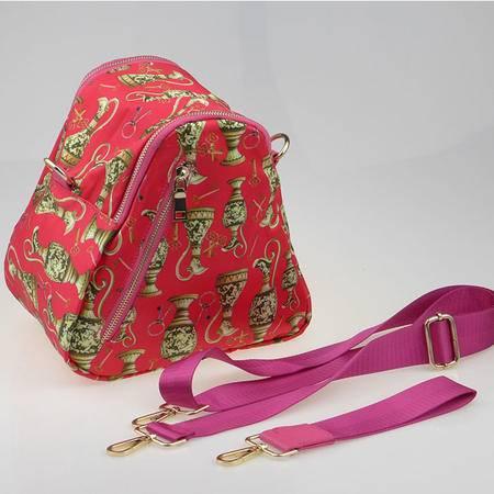 badisha 时尚立体三角女包906-1 新款 斜跨 手拎 潮女必备 轻便三角包 2色