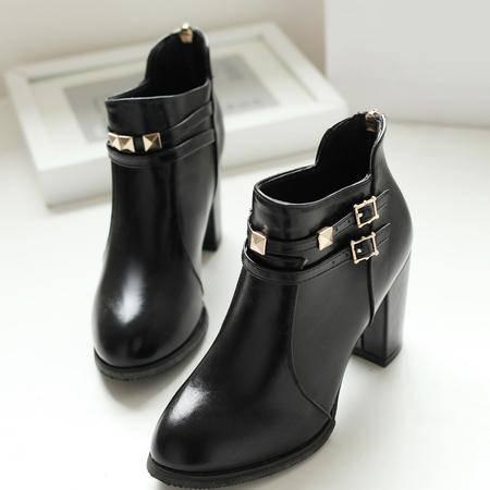 靴子女短筒粗跟尖头单靴皮带扣裸靴秋冬铆钉马丁靴大码高跟女短靴