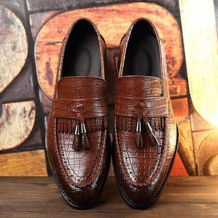 男鞋休闲鳄鱼纹流苏时尚品牌高端尖头套脚男士