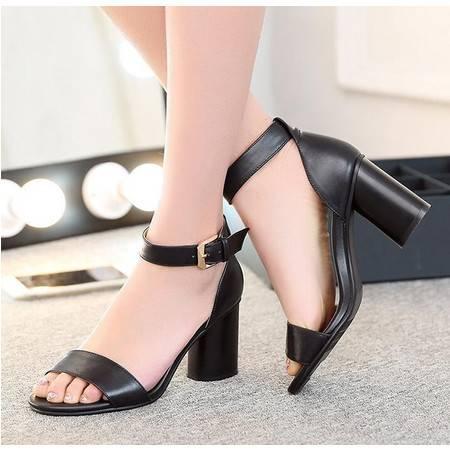 女鞋2016春夏新款头层牛皮中跟粗跟凉鞋 纯色漆皮搭扣鞋子