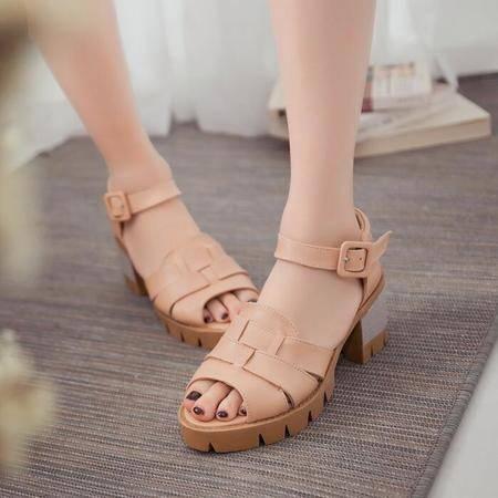 2016夏季新款一字式扣带凉鞋女 漆皮粗跟松糕鞋简约高跟女鞋