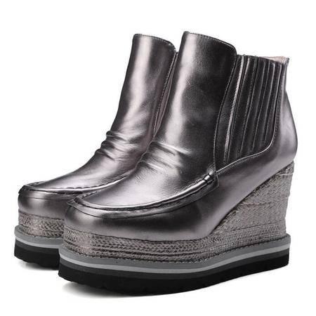 时尚真皮女鞋草编厚底坡跟短筒靴简约百搭圆头马丁靴