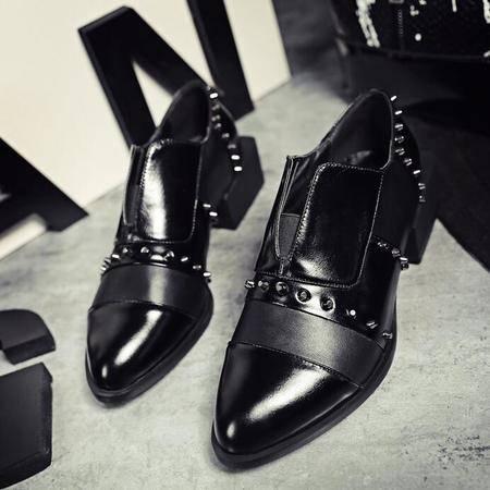 网红款秋季欧美大牌女鞋尖头铆钉异形跟黑色小皮鞋平底深口工作鞋