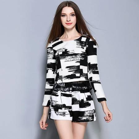 蒂妮佳2016欧美女装秋装新款时尚蕾丝边黑白上衣短裤套装 两件套1390
